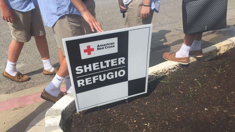 El primer refugio en Dallas abrió el viernes en la tarde.