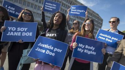 Activistas frente al Departamento de Salud en Washington, este 20 de oct...