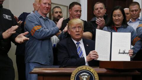 El presidente Donald Trump tras la ceremonia para imponer nuevos arancel...