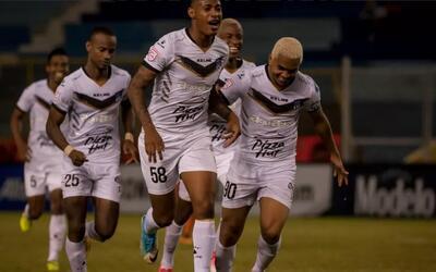 Árabe Unidos derrotó de visira 2-0 al Águila.