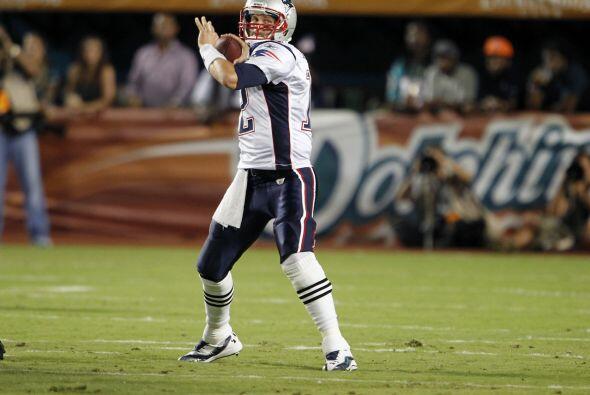 8. Tom Brady - 517 yardas: New England Patriots vs. Miami Dolphins, 12 d...