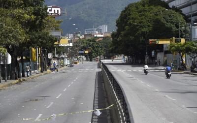 Las calles de Caracas lucen desiertas tras el paro convocado por la opos...