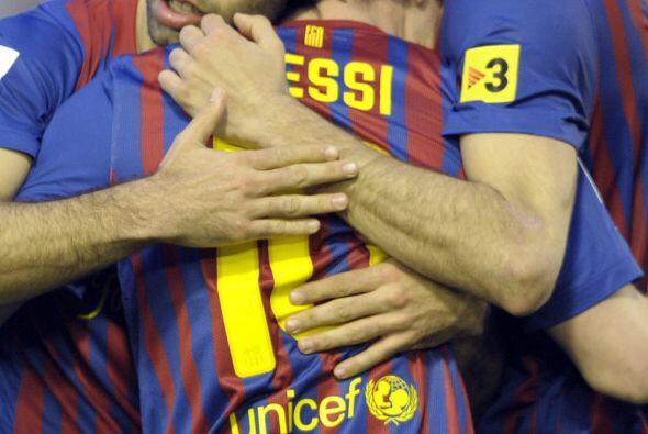 Todos felicitaban a Messi, que con sus goles lideró la victoria de los '...