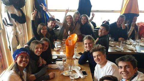 Malia Obama con sus amigos en Aspen