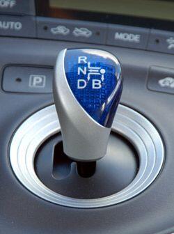 La transmisión del Prius 2010 es automática variable continua.