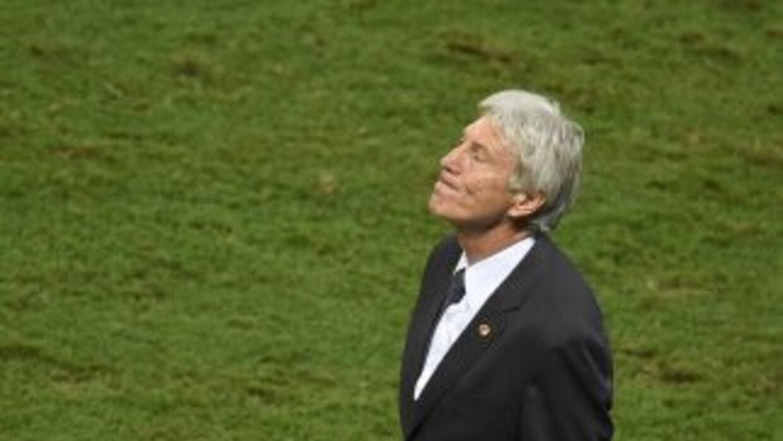 José Pekerman lamentándose durante el juego de Colombia contra Brasil.
