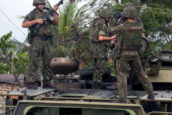 Más de 228 agentes según el alcalde de Río de Janeiro, Eduardo Paes, y e...