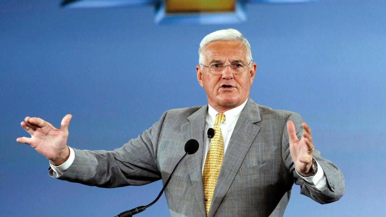 El ya retirado vicepresidente de General Motors Bob Lutz, se dirige a la...