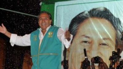 Alejandro Toledo, candidato presidencial de Perú, exhortó a sus contendi...