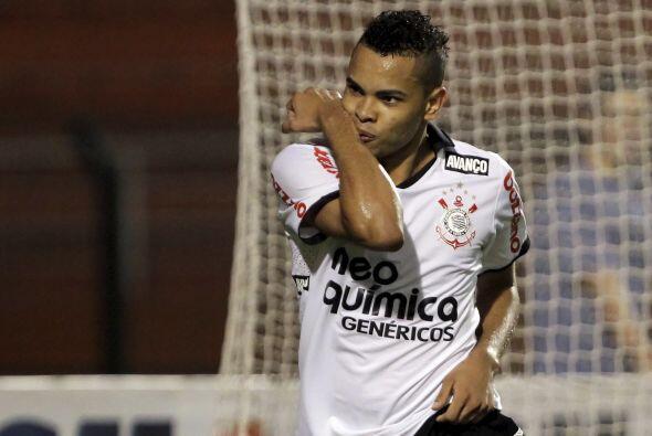 Corinthians derrotó 3-0 a Oeste y se instaló como líder solitario del to...