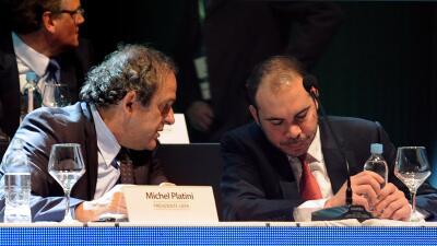 Platini respalda al príncipe Ali al frente de la FIFA.
