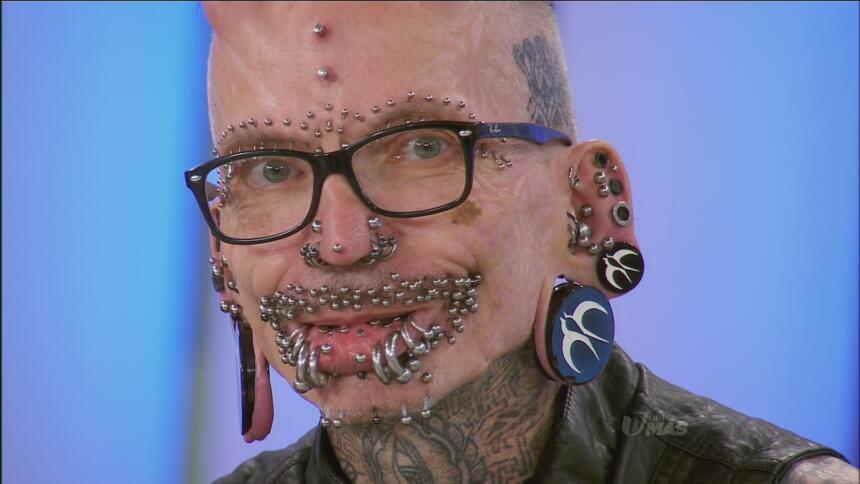 El hombre con más 'pircings' del mundo.