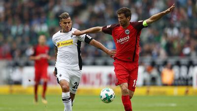 Salcedo debuta en la Bundesliga con triunfo del Frankfurt
