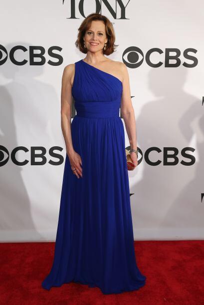 El azul vistió el cuerpo de varias famosas como Sigourney Weaver,...