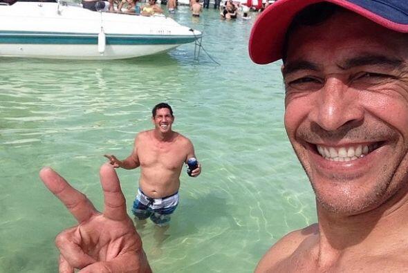 """""""Escapado con panitas en el agua, #buenavida #simeagarranmematan"""", compa..."""