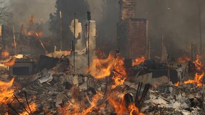 Incendios en California cobran su primera víctima mortal