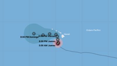 """El huracán Lane golpea con """"inundaciones catastróficas"""" en su avance hacia Hawaii"""
