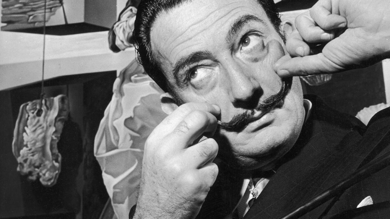 Imagen de archivo de Salvador Dalí con su icónico bigote.