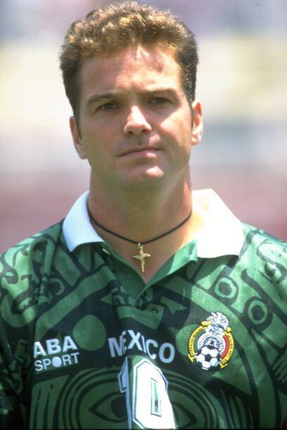 Luis García defendió la playera del América de  199...
