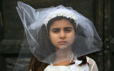 El gobernador Andrew Cuomo firmó una ley prohibiendo los matrimon...
