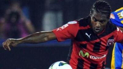Sin goles y pocas ideas debutó Alajuelense en la liga de Costa Rica fren...