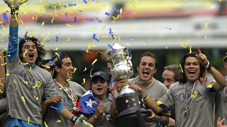 Con el América, Blanco festeja el campeonato Clausura 2005.