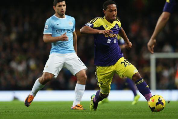 Manchester City completaba la jornada con su duelo ante el Swansea City,...