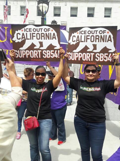 En campaña de apoyo para que California sea 'estado santuario'.