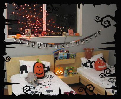 El cuarto de los duendesUna telaraña de luces, dos dibujos hechos en cas...