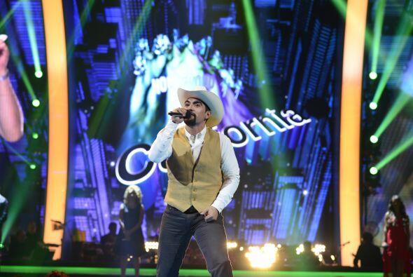 """Enrique Tello conquistó con """"Arrastrando las patas""""."""