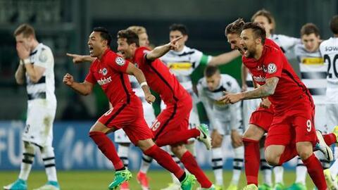 Eintracht Frankfurt se metió a la final de Copa.