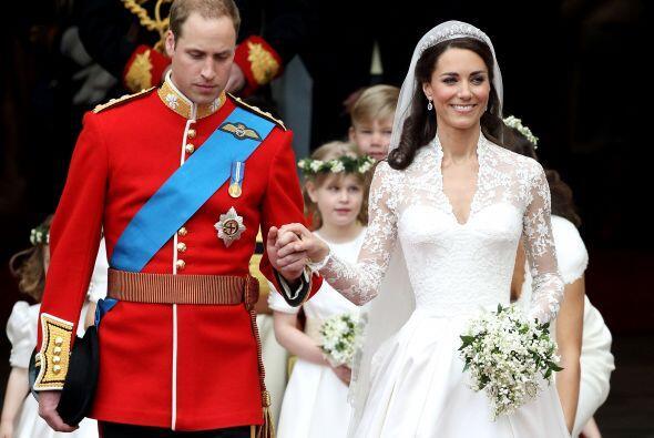 El vestido es una réplica moderna al que lució la princesa Grace Kelly a...