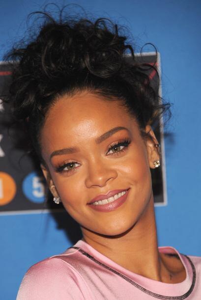 Como en el caso de Rihanna, unas cejas delineadas perfectamente pueden h...
