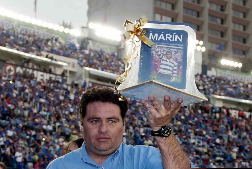 Suspenden a Mauricio Pinilla por insultar y golpear a árbitro 20121110_2...