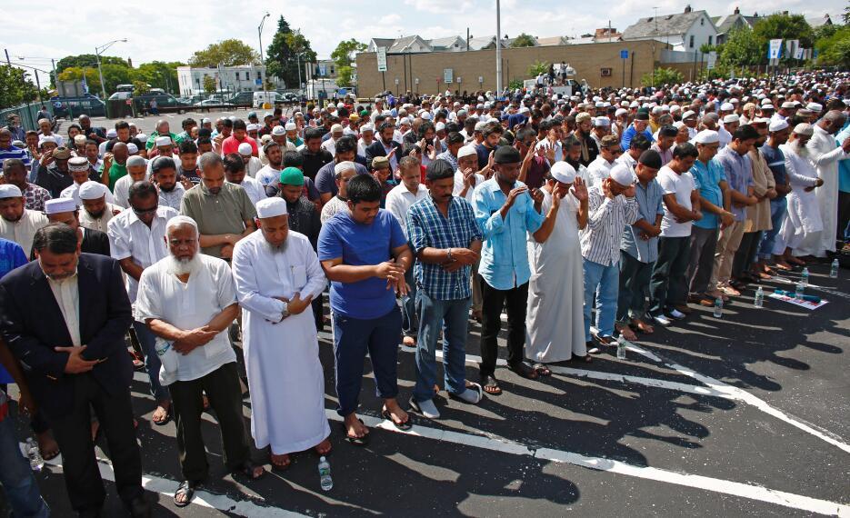 Cerca de 500 personas llegaron a Ozone Park, en Queens, para el funeral.