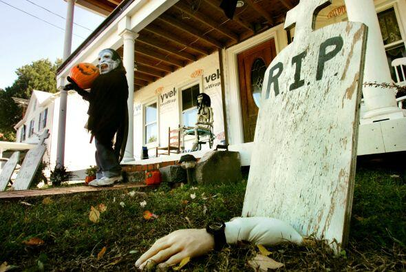 6. Cuerpos: Para hacer las tumbas más aterradoras puedes hacer la...