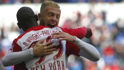Mike Grella  y Bradley Wright Phillips