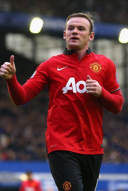 En Inglaterra Wayne Rooney levanta la mano, el chico rudo del Manchester...