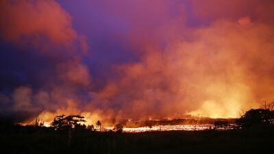 En fotos: la lava del Kilauea continúa su rápido avance en Hawaii y se acerca a una autopista