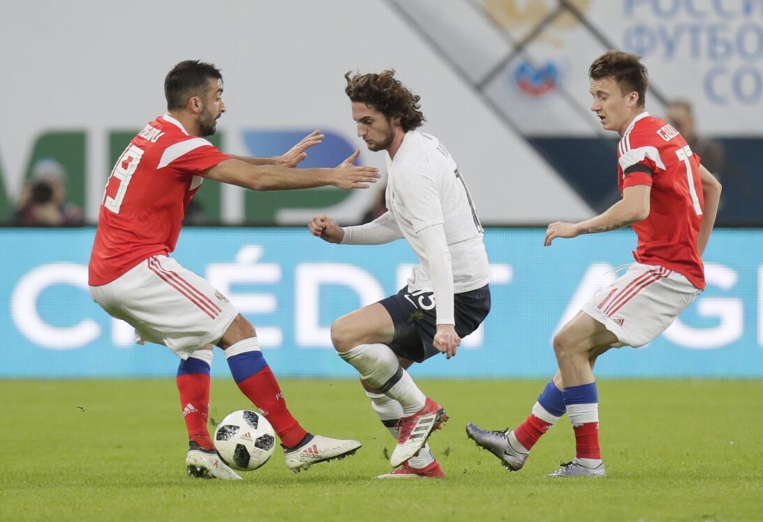Francia se sacudió y derrotó 3-1 a una Rusia que no levanta cabeza con m...