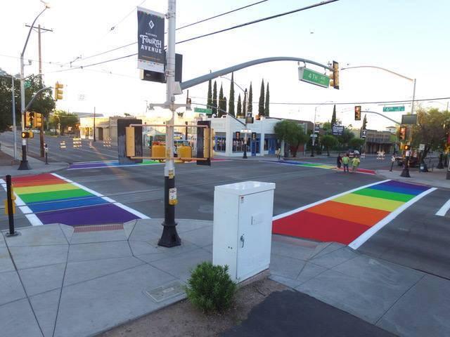 La 4th Avenida de Tucson se pinta de colores