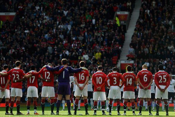 Nuevamente el fútbol se une a la tragedia de Japón y el minuto de silenc...