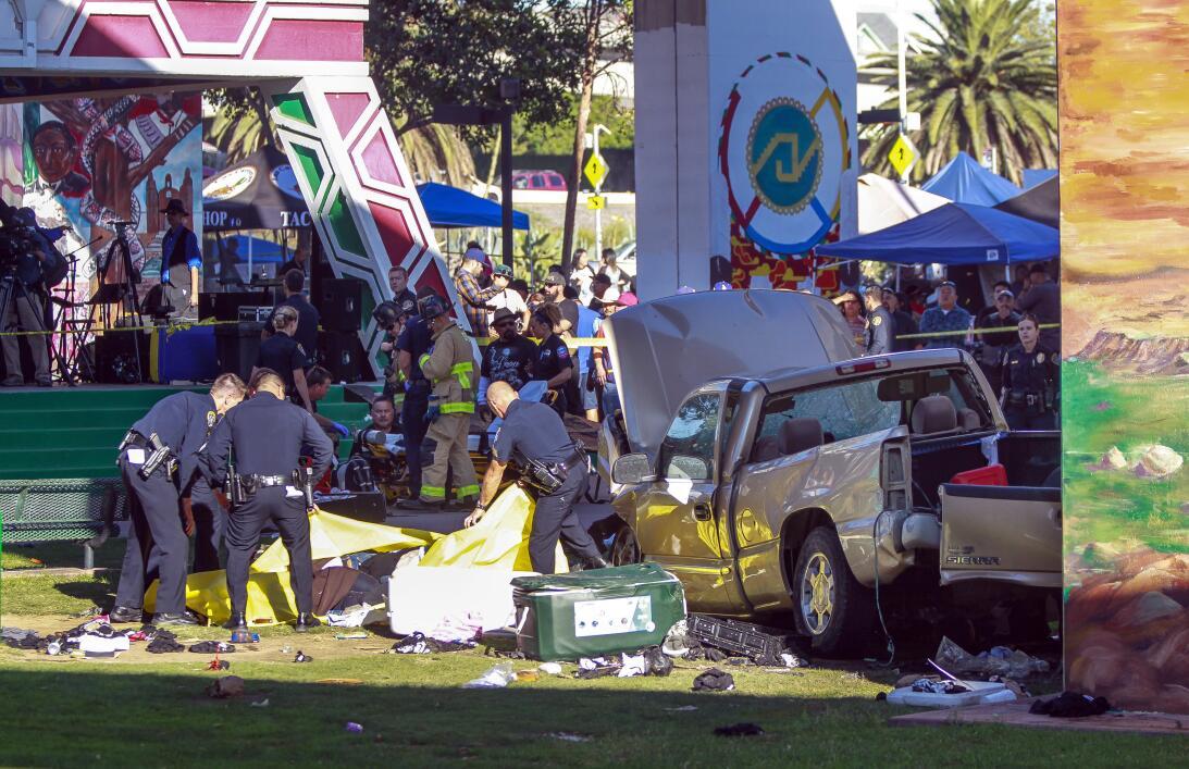 Cuatro personas murieron y varias más resultaron heridas.