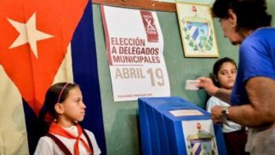 Los cubanos eligen a sus autoridades municipales, en unos comicios en lo...
