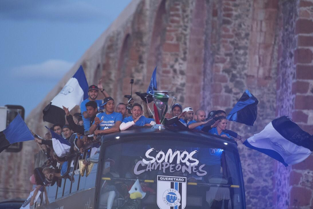 Gallos festeja su título de Copa MX con desfile