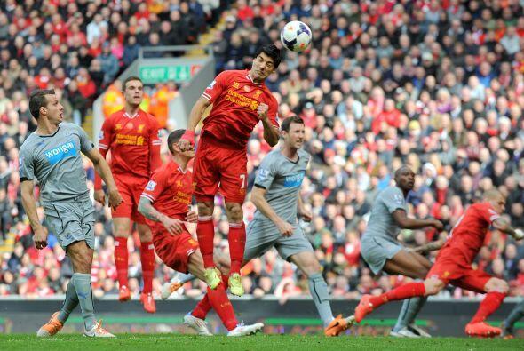 Pero los 'Reds' no bajaban los brazos, aunque los goles no aparecían.