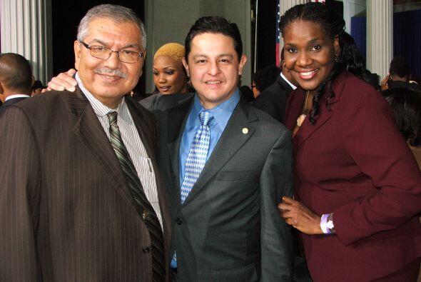 Es así como captamos al senador de Texas, Mario Gallegos; al concejal de...