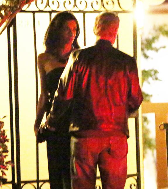 George y Amal Clooney con barriguita sospechosa.