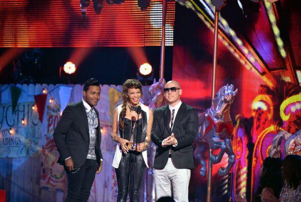 Leslie Grace, Karlos Rose, Joss Piñuela presentaron el premio en...
