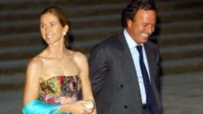 Julio Iglesias y Miranda se casan tras 20 años y cinco hijos.